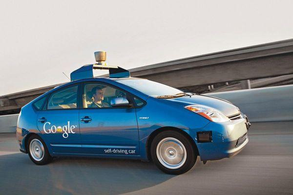Zelfrijdende Toyota Prius van Google Foto Autoweek